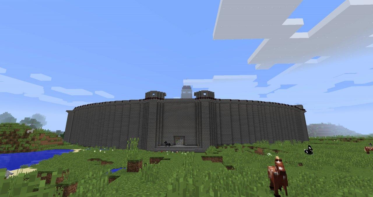 建設中のオカルティックヨイツ正門